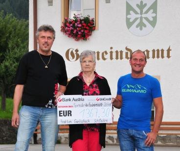 2017-07-21 Gantschach Fraktionsfestl Scheckübergabe Kinderkrebshilfe 02a